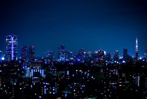 Οδηγώντας στο Τόκυο τη νύχτα